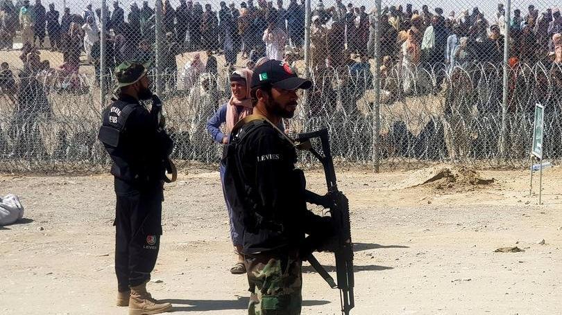 Taliban saldırıyor, halk Kabil'e kaçıyor