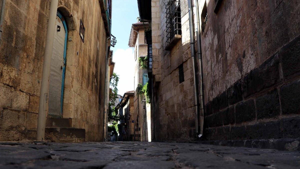 Tarihi mahallede vatandaşlar endişeli: Evler boşaltıldı...