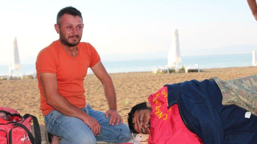 Teknesi alabora olan balıkçı bidonla hayata tutundu