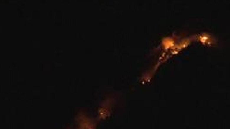 Yangın söndürme uçağının düştüğü ormanlık alanda yeniden alevler yükseldi
