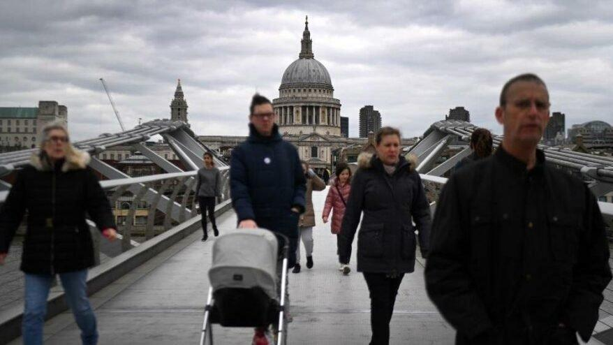 İngiltere'de son 24 saatte 26 bin 750 vaka