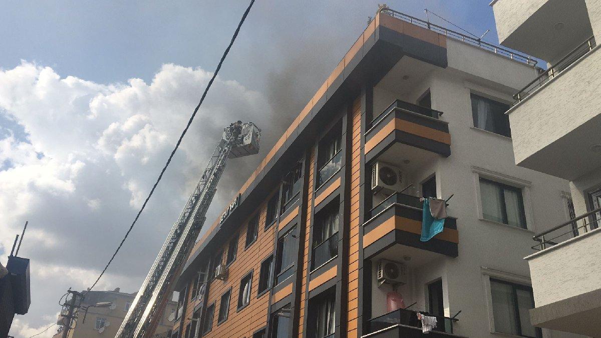 Küçükçekmece'de 5 katlı binada yangın paniği
