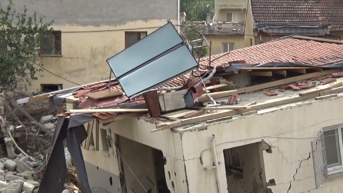 Sel mağduru köylüler evlerini terk ediyor