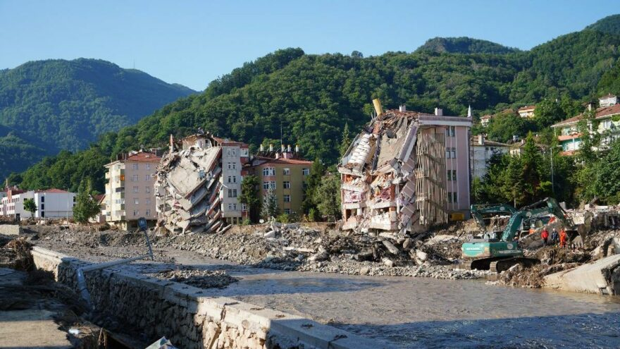 Belediye başkanının sözleri felaketin boyutunu ortaya koydu: Üst katlara kaçabilen kurtulmuş, kaçamayanlar…