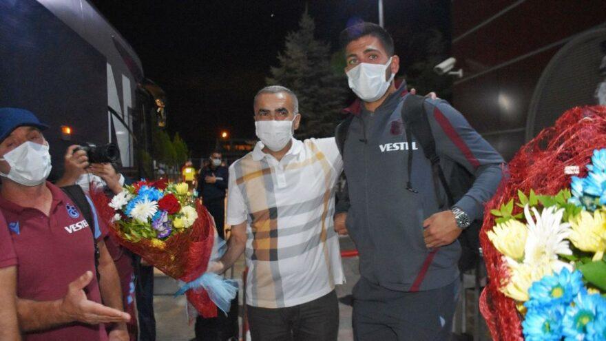 Trabzonspor'a Malatya'da çiçekli karşılama