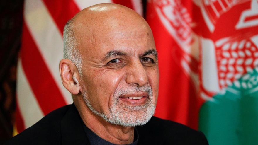Afganistan'dan kaçan cumhurbaşkanıyla ilgili çarpıcı iddia: Para dolu otomobillerle gitti