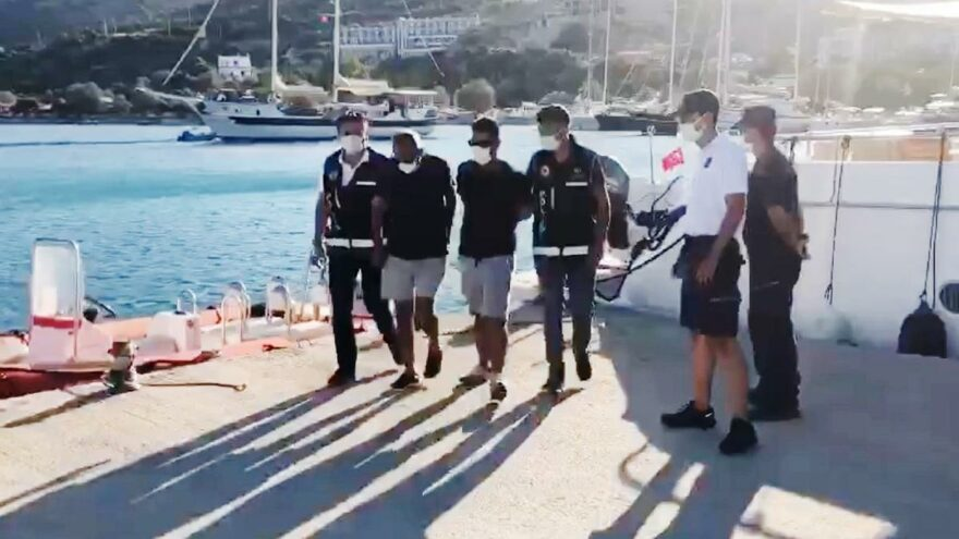 FETÖ'cüler tekneyle kaçarken yakalandı