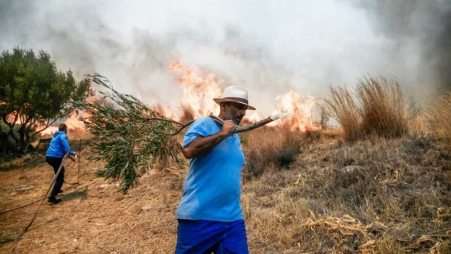 Atina'da yangın! 4 yerleşim birimi boşaltıldı