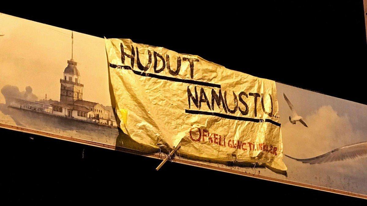 'Hudut Namustur' yazılı pankartı asan gençler serbest bırakıldı