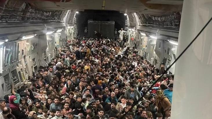 Son anda kurtuldular: 150 kişilik uçakta 640 Afgan, Taliban'dan kaçtı