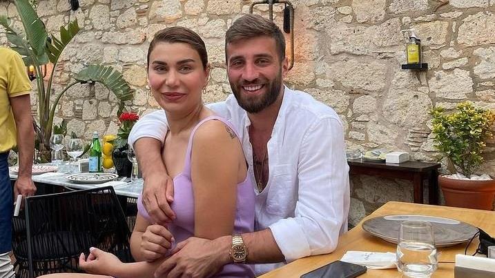 Ebru Şancı'dan eşi Alpaslan Öztürk'e gönderme: Benim peşimden böyle koşmadın