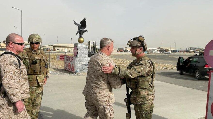 CENTCOM Komutanı McKenzie Kabil'de: Taliban'ı uyardım