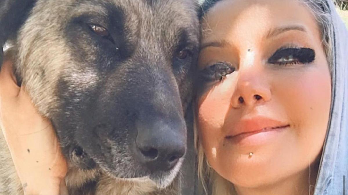 Eda öğretmen, sokak köpekleri için tayini durdurdu, Şemdinli'de kaldı