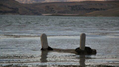 Baraj suları çekildi, 700 yıllık mezarlık gün yüzüne çıktı