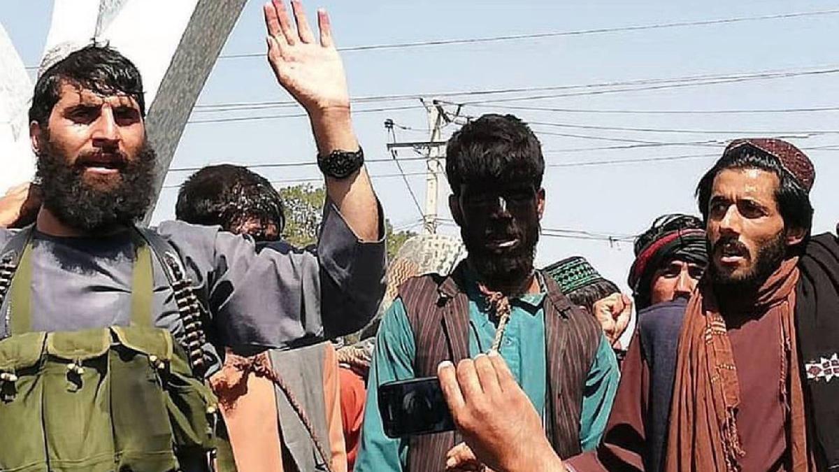 Afganistan sokaklarında Taliban etkisi: Hırsızların boynuna ilmik bağlayıp gezdirdiler