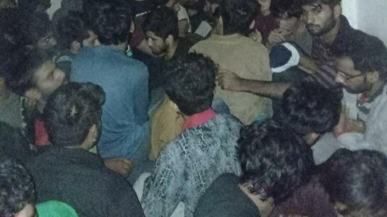 Van'da apartman dairelerinde 115 düzensiz göçmen yakalandı