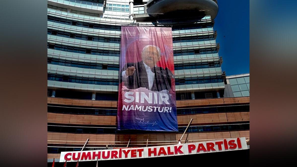 CHP Genel Merkezi'ne 'Sınır Namustur' afişi