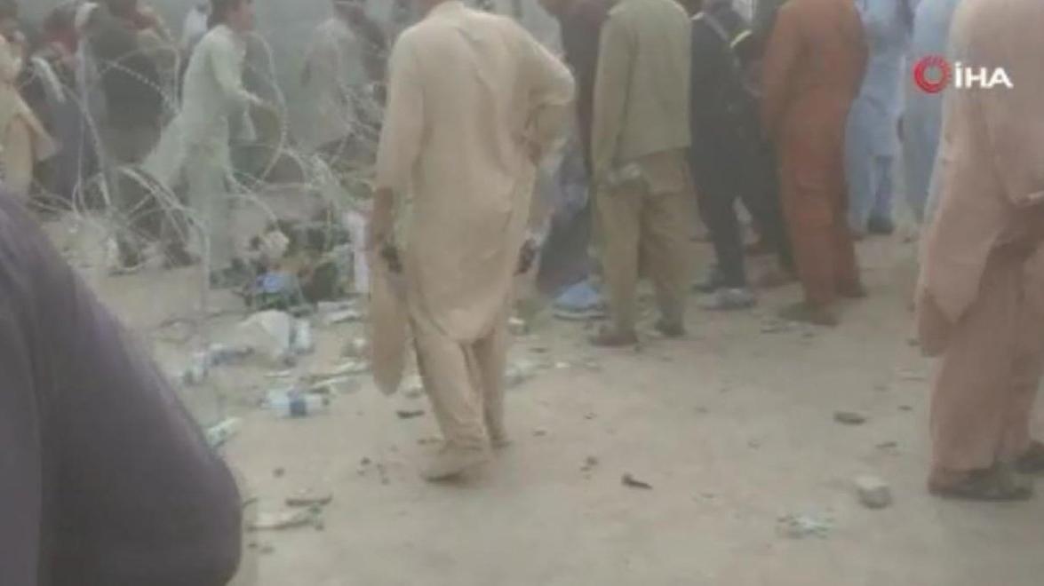 Kabil Havalimanı'na girmek isteyenlere ses bombalı müdahale