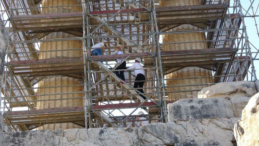 Apollon Tapınağı sütunları restore ediliyor