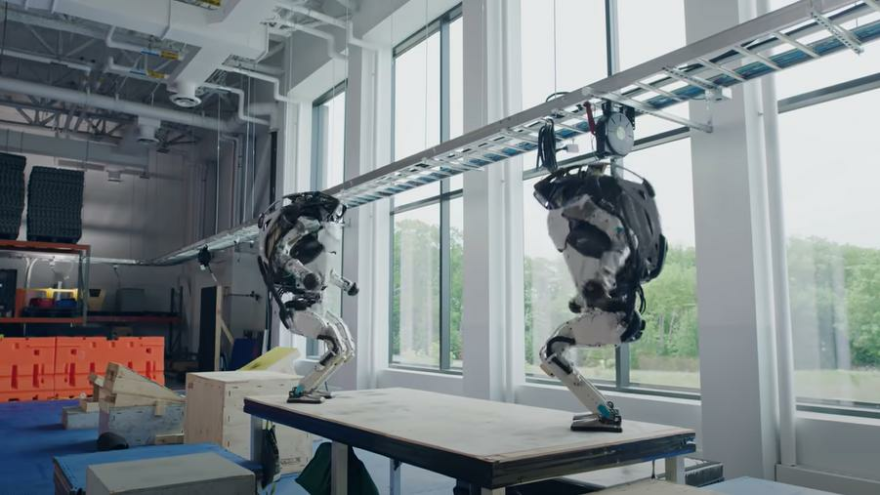 Robotik teknolojide son gelişme: Atlas robottan yeni görüntüler yayınlandı