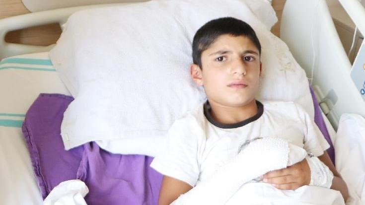Bulduğu cisme taşla vuran çocuk, patlamayla yaralandı