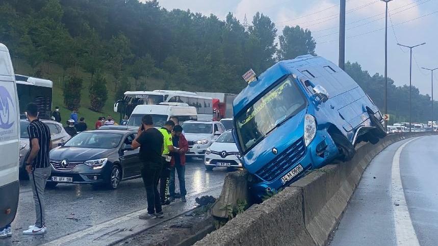 İstanbul'da TIR ve araçlar birbirine girdi