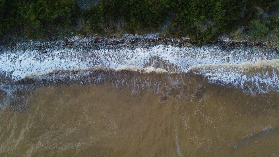 Sel bölgesindeki sağanak denizi kahverengiye bürüdü