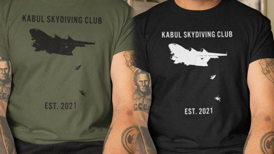 Skandal olay: Uçaktan düşen Afganların tişörtünü yaptılar
