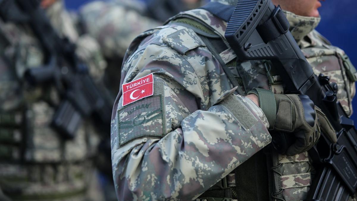 MHP'lilerin yüzde 64,8'i, AKP'lilerin yüzde 46,7'si Mehmetçik Afganistan'dan çekilsin diyor