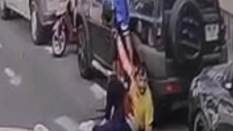 Köpek parası için arkadaşını bıçakladı, yakalanmamak için saçını kazıttı