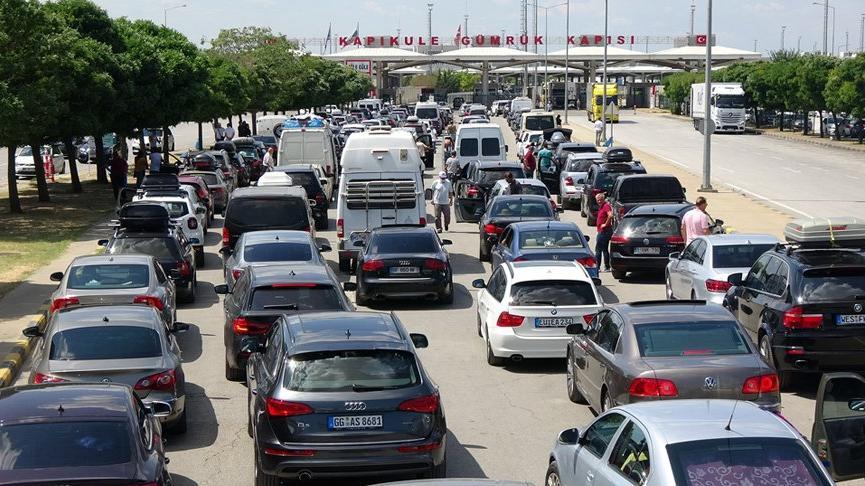 Edirne Valiliği'nden gurbetçilere çağrı: Sınıra pazar, pazartesi, salı günleri gelin