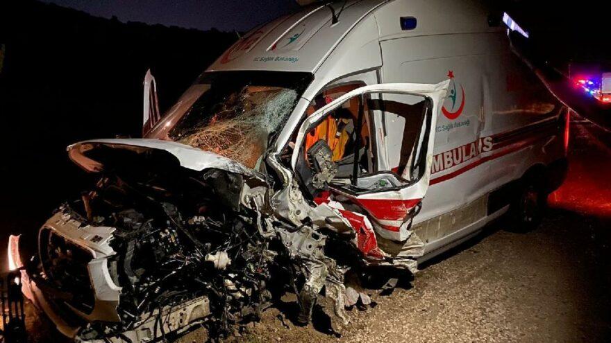 Ambulans ile ticari taksi çarpıştı: 1 ölü