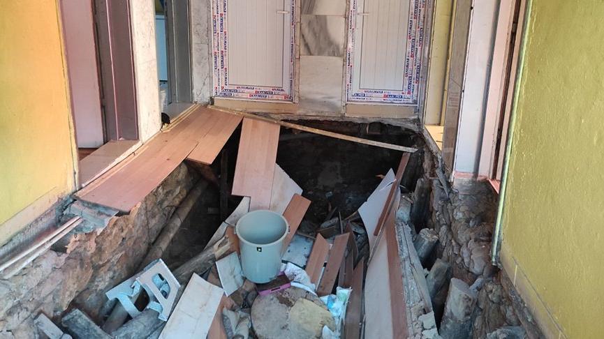 Evin tabanı çöktü: 2 yaralı