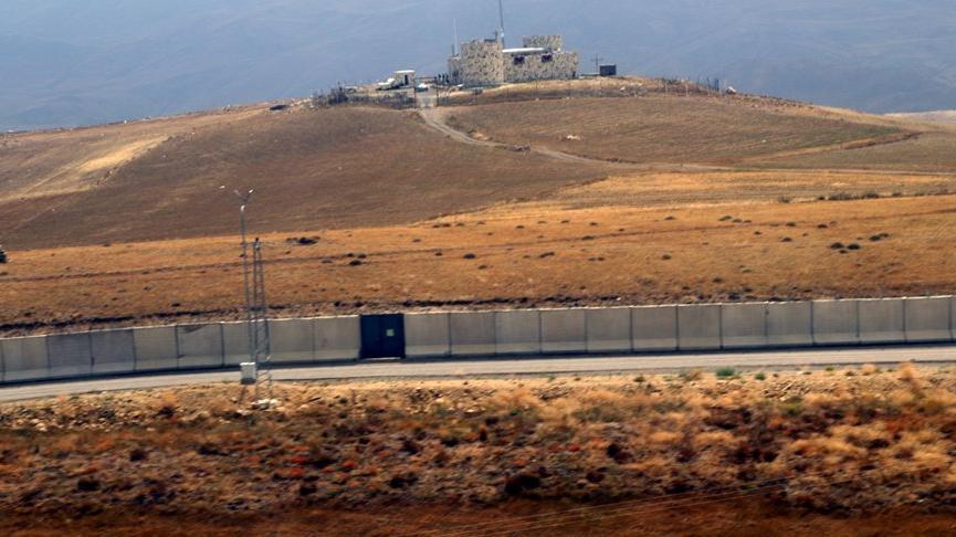 Sınırdaki güvenlik önlemi ve duvar örme çalışmaları havadan görüntülendi