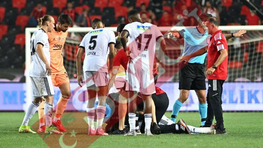 Maç esnasında Fabrice N'Sakala bir anda yere yığıldı! Ambulansla hastaneye kaldırıldı
