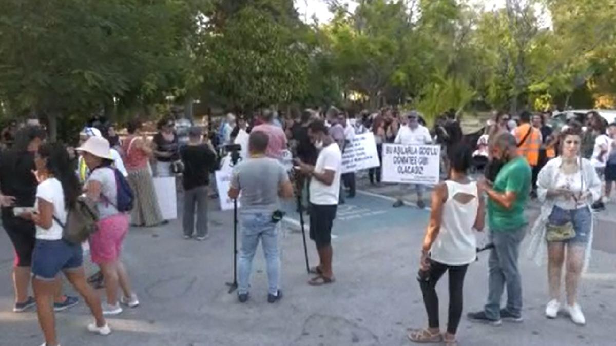 KKTC'de aşı karşıtları sokağa indi