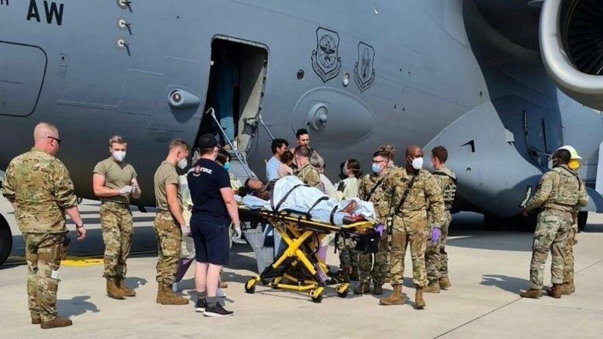 Afganistan'dan tahliye edilirken uçakta bir bebek dünyaya getirdi
