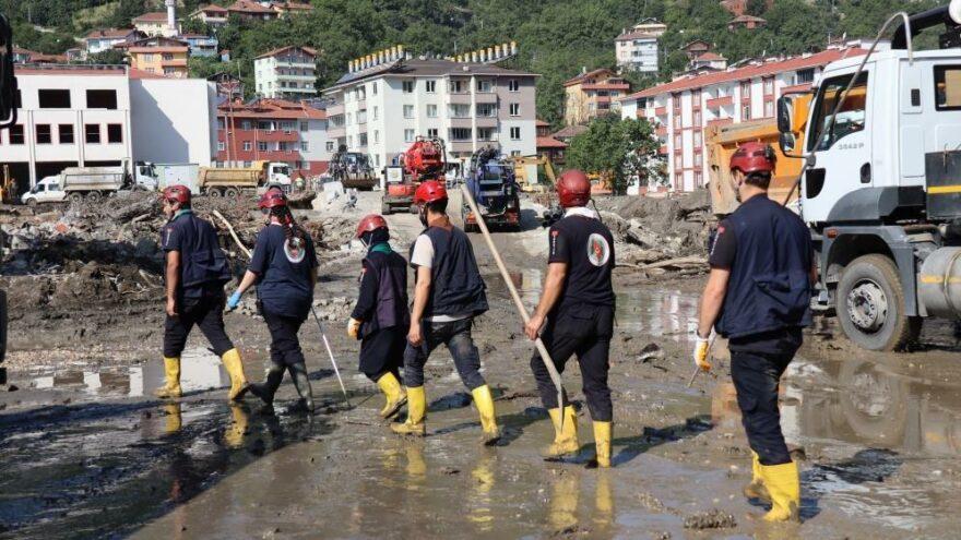 Sel felaketinde kaybolan 10 kişiyi için aramalar sürüyor