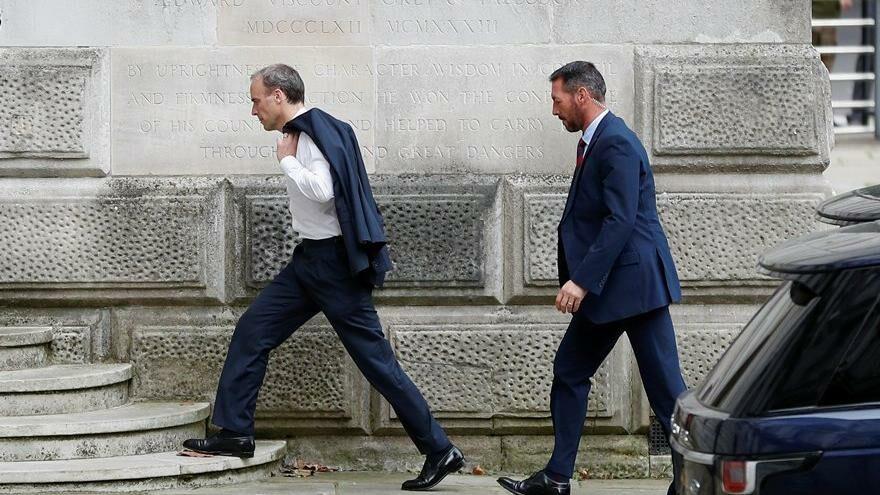 İngiliz bakandan skandal hamle: Afganistan karışırken tatili yarıda kesmemiş