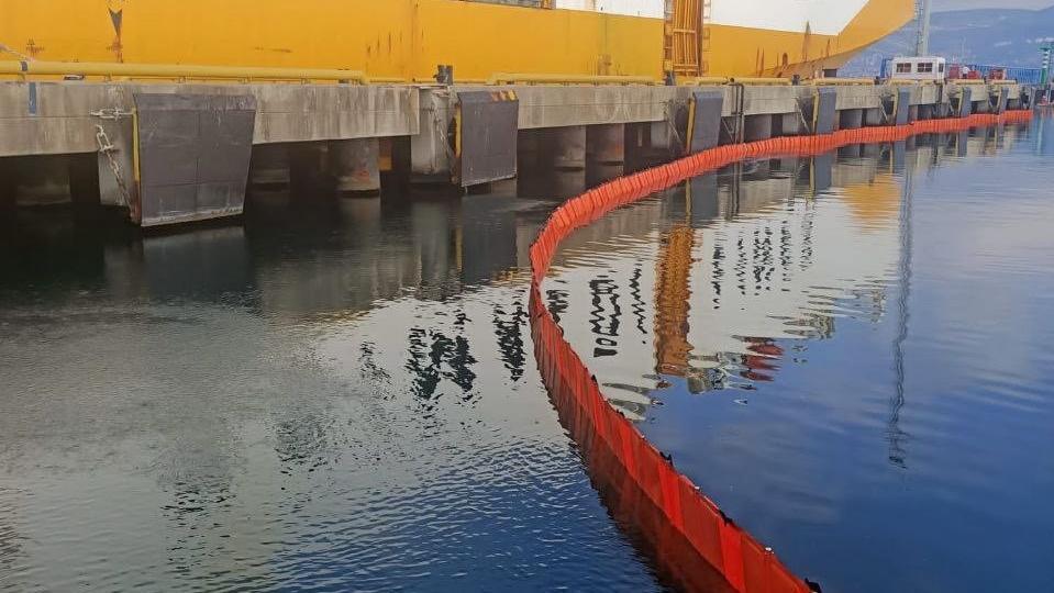 Kocaeli'de geminin 300 litrelik yakıtı denize boşaldı