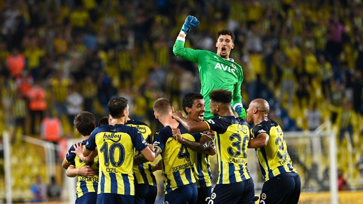 Fenerbahçe, Antalyaspor'u son dakika golleriyle yendi