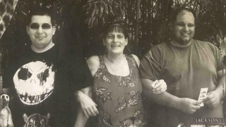 12 saat arayla iki oğlunu da COVID'den kaybetti