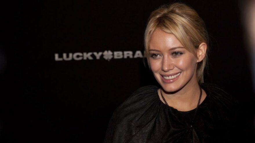Aşı olan ünlü oyuncu Hillary Duff'a, Delta varyantı bulaştı
