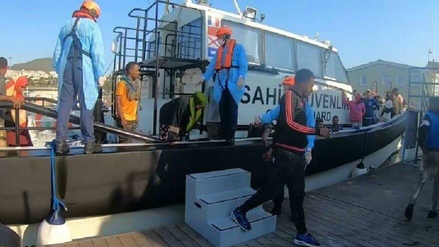 Kuşadası açıklarında 52 göçmen kurtarıldı