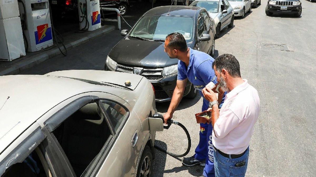 Lübnan'da yakıt kıtlığını hafifletmek için benzin fiyatları artırıldı