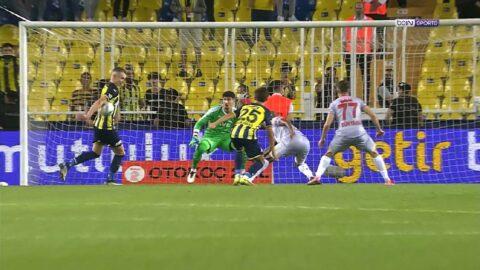 Fenerbahçe-Antalyaspor maçında geceye damga vuran an: Penaltı mı?