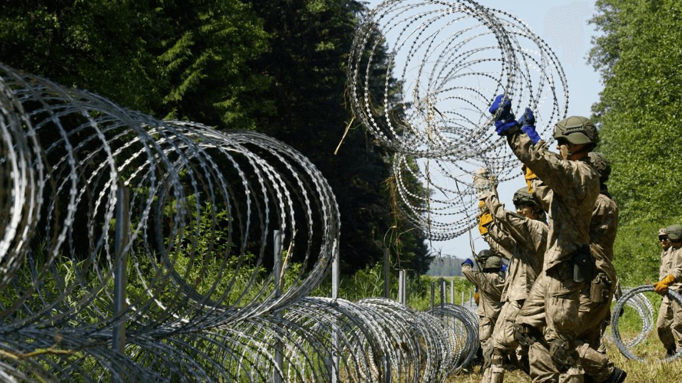 Polonya'dan sınırlara çit önlemi