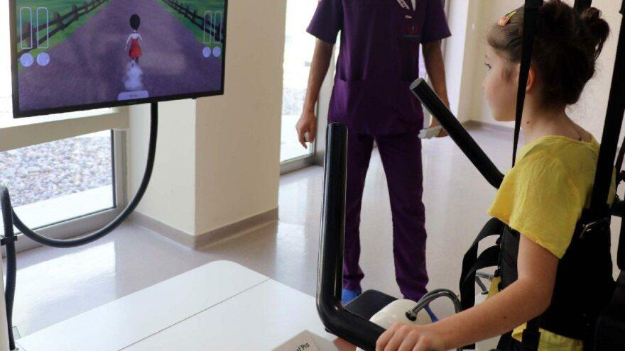 Leman, robotik yürüme cihazıyla hayata tutundu