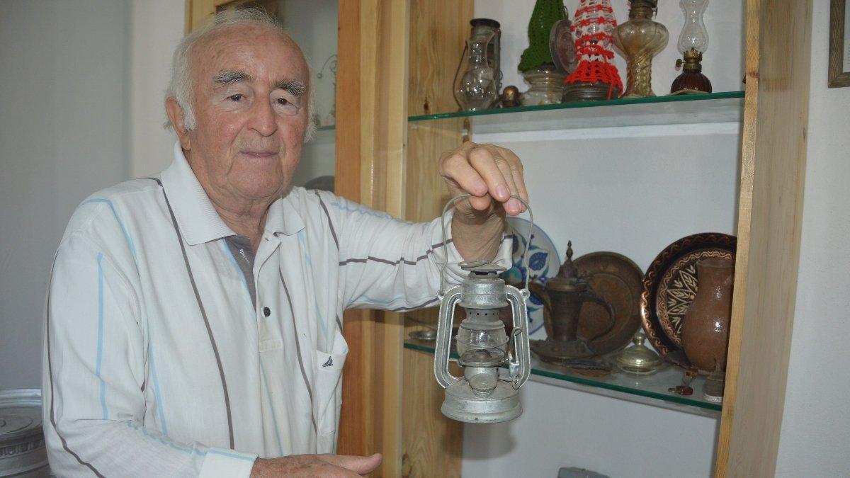 Emekli profesör evini aile müzesine dönüştürdü