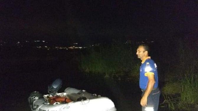 Tekneyle açıldıkları gölde suya atladı, kayboldu